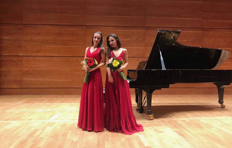 Браво македонски девојчиња: Талентираните пијанистки Јована и Мимоза го освојуваат светот