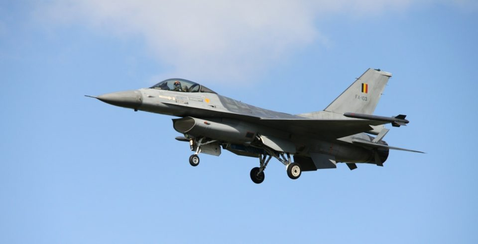 Се сруши воен авион врз француски град