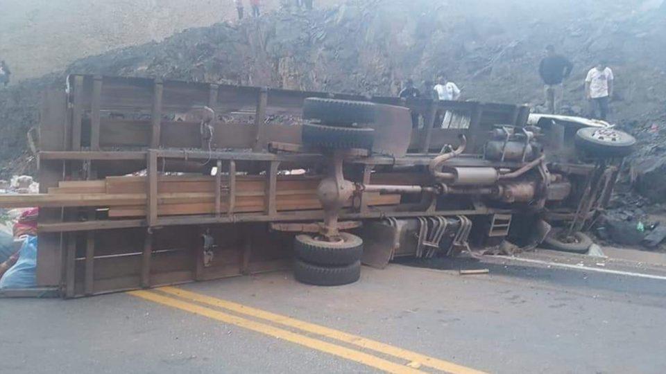 ФОТО: Страшна сообраќајка во Боливија, најмалку 18 загинати