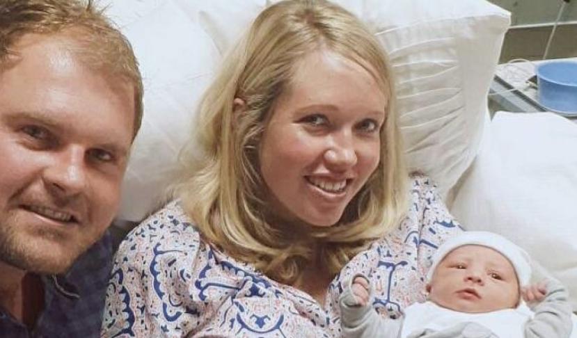 Хорор: Бремена жена избодена до смрт додека спиела