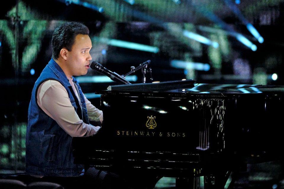 Тој е слеп и има аутизам, а кога ќе се појави на сцена сите остануваат без здив: Неговата изведба е магична (ВИДЕО)