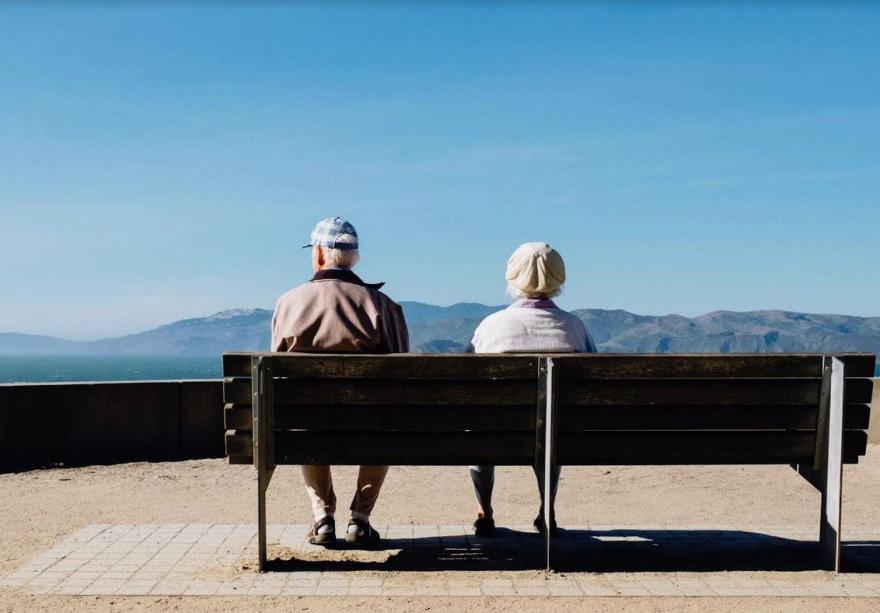 Хороскопот открива какви ќе бидеме во староста: Овните активни, Раковите живеат во минатото