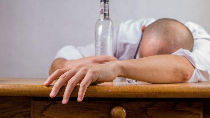 Драма во Делчево: Пијан ја претепал мајка му, па се заканувал дека ќе си ги убие родителите
