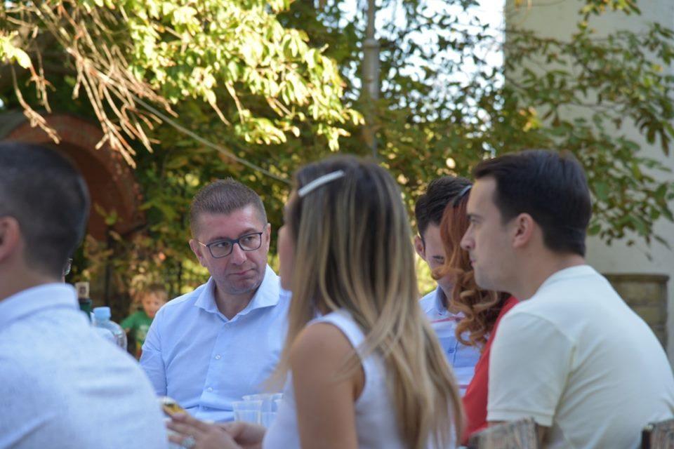 Мицкоски на дружба со младите од Неготино:  Младите со оваа влада се на маргините од општеството