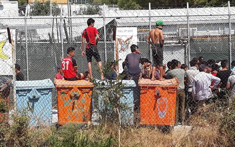 Пронајдени 13 мигранти, меѓу кои и мртва жена на грчкиот остров Самос