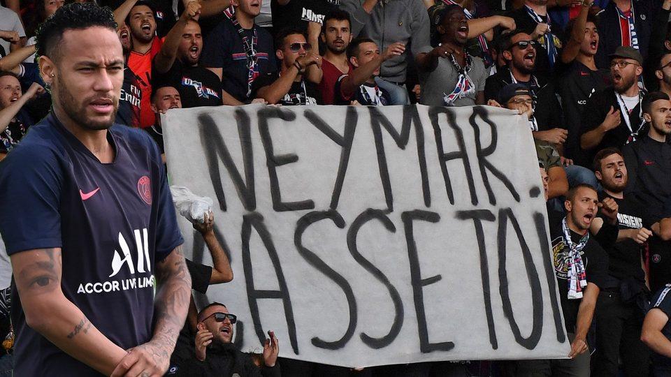 Најжестоките навивачи на ПСЖ се закануваат дека ќе ги бојкотираат натпреварите поради Нејмар