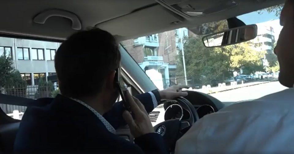 МВР: Казна за Бујар Османи за зборување на телефон додека вози и минување преку полна линија