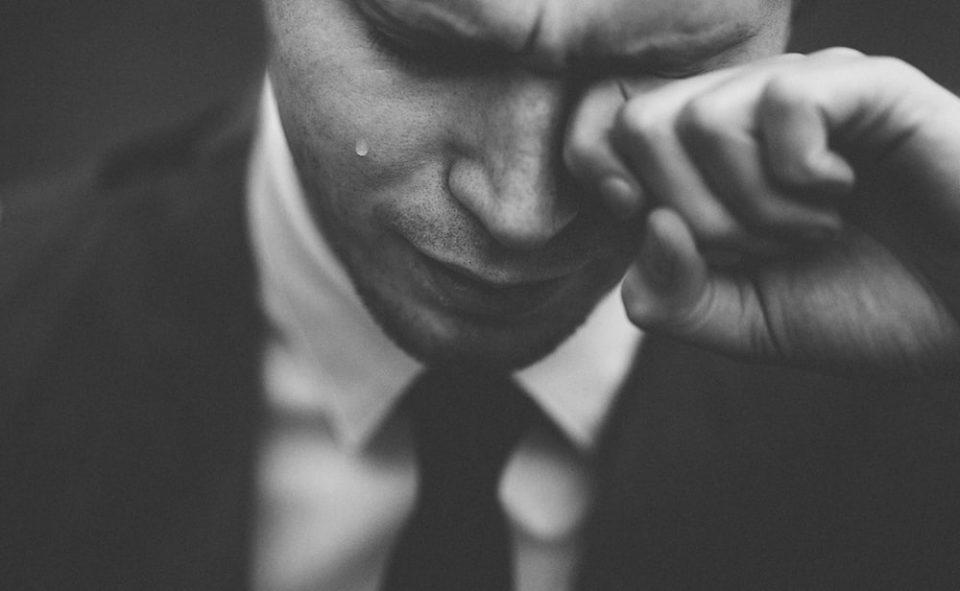 """Зошто машките солзи се """"скапи""""?"""