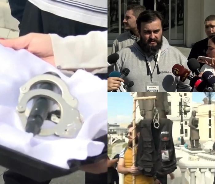 Микрофон со лисици и заробена новинарска облека- новинарите одржаа протест против прогонот од власта (ФОТО)
