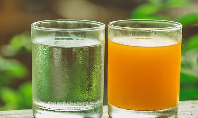 Соковите со малку шеќер подобро го хидрираат телото отколку водата