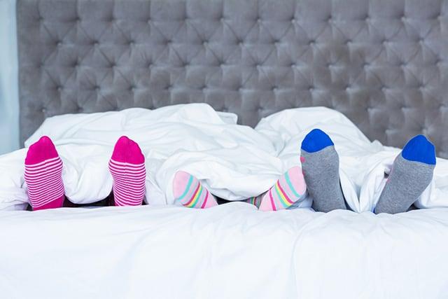 Пред да заспиете облечете си чорапи, еве зошто е тоа важно
