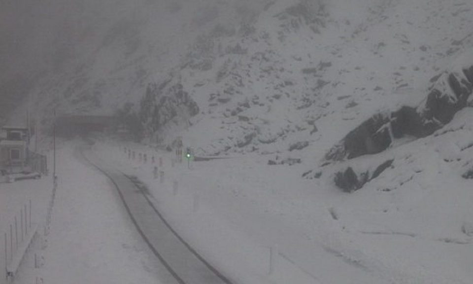ЗИМАТА СТИГНА ВО ЕВРОПА: Никогаш не паѓал снег толку рано, а еве кога доаѓа првиот снег во Македонија (ВИДЕО)
