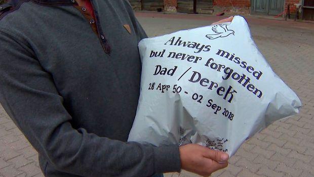 Пуштила балон во сеќавање на својот татко, но не ни сонувала каде ќе стигне- поминал дури 1.700 километри (ФОТО)