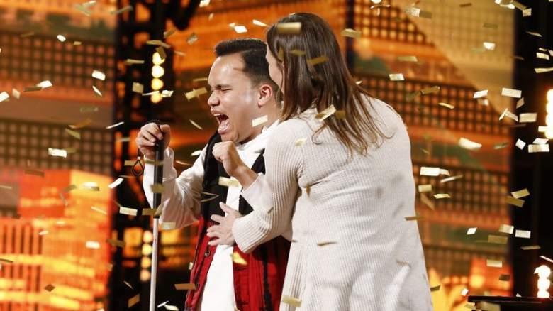 """Ќе роните солзи кога ќе слушнете како пее: Слеп и аутистичен пејач победи на американскиот ,,Суперталент"""" (ВИДЕО)"""