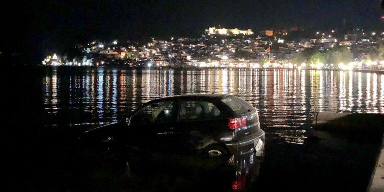Автомобил влета во Охридското Езеро (ВИДЕО)