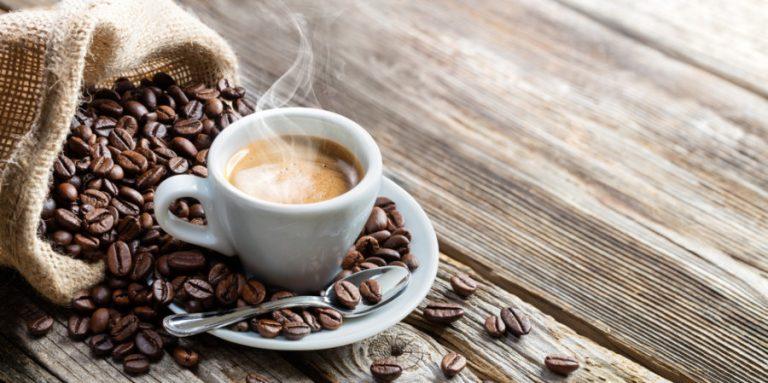 Истражување: Две шолји кафе на ден го превенираат штетното дејство на алкохолот