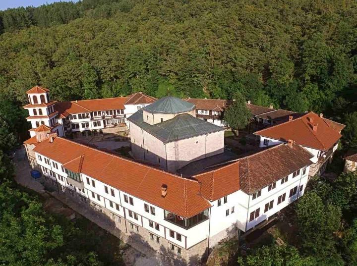 Голем пожар во кичевско- доколку не се изгасне истиот има опасност да се прошири до Манастирот Св. Богородица- Пречиста