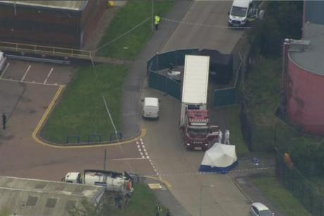 ВИДЕО: Пресврт во истрагата за камионот во кој беа пронајдени 39 човечки тела – во Англија пристигнал од Белгија