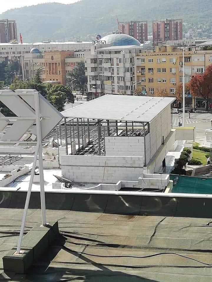 ФОТО: На покривот на ГТЦ наместо зеленило никна бетонска конструкција