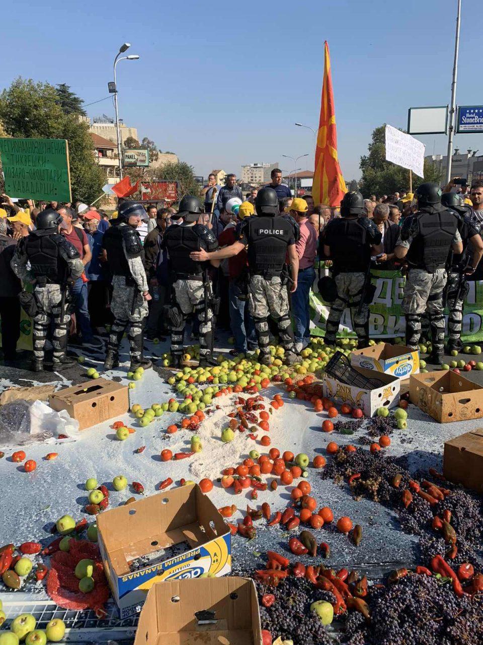 ФОТО+ ВИДЕО: Со сила против маката на македонските земјоделци