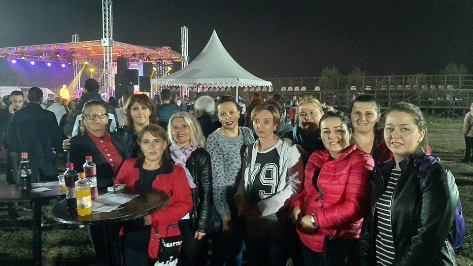 Пешевска со членки од Унијата на жени Гази Баба на хуманитарен концерт: Да донираме сите за Бојан!