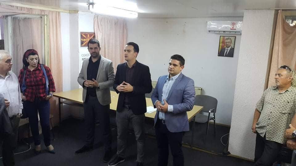 """ВМРО-ДПМНЕ под мотото """"Обнова за Македонија"""" ги запозна кавадарчани со идните планови на партијата (ФОТО)"""