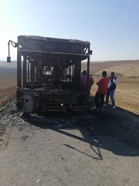 ФОТО: Хорор на патот за Грушино, целосно изгоре автобус