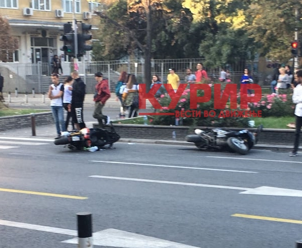 ФОТО: Тешка сообраќајна несреќа со мотори кај Градежен факултет во Скопје