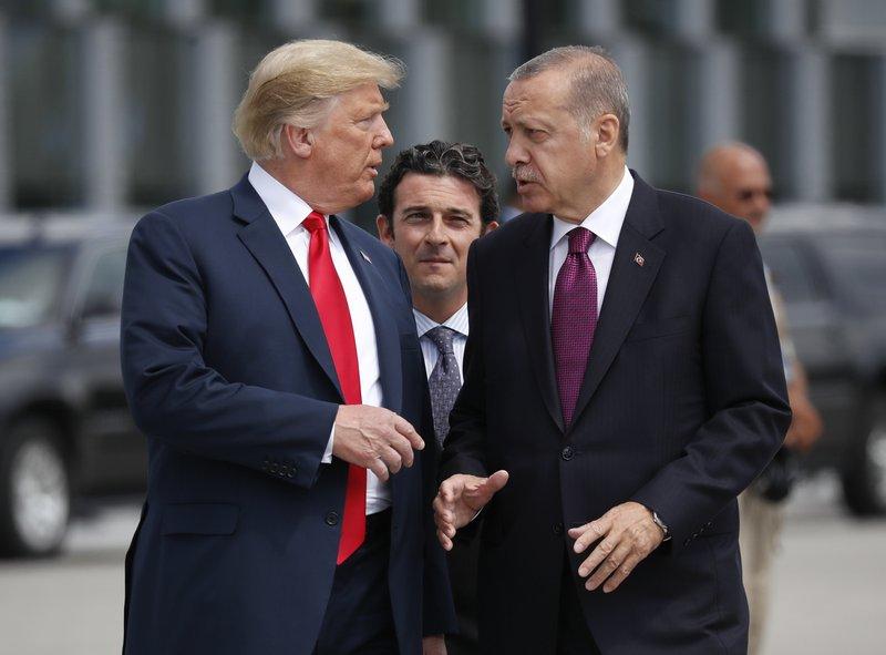 Трамп даде дозвола: Ердоган ќе изврши офанзива врз Курдите во Сирија