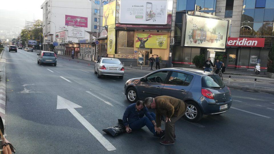 ФОТО: Со автомобил помина на црвено, удри пешак кај Соборна и избега