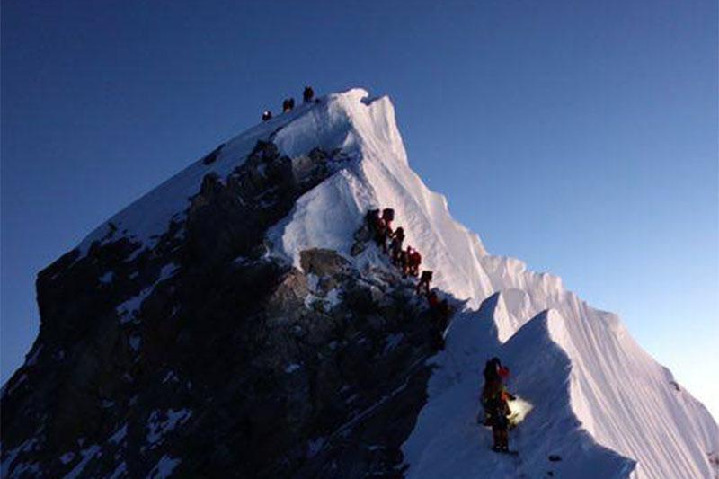Земјотрес може да го снижил Монт Еверест: Непал и Кина заеднички ќе го премеруваат
