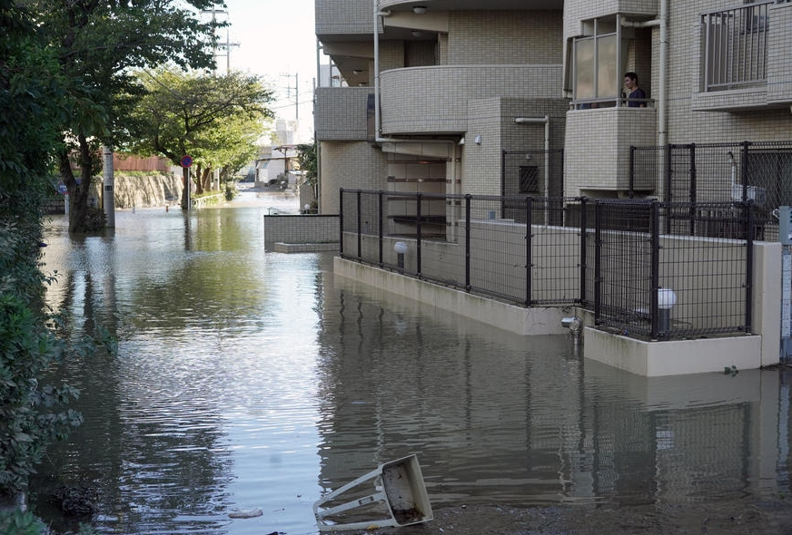 Разорен тајфун ја погоди Јапонија, најмалку 10 жртви