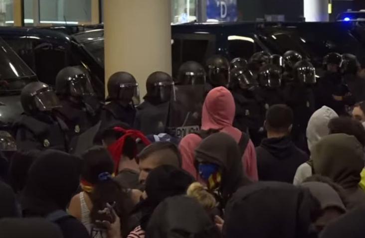 Најмалку 170 повредени при судирите помеѓу демонстрантите и полицијата во Барселона