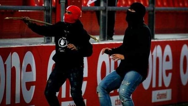 ВОЗНЕМИРУВАЧКО: Објавени крвави фотографии по нападот на хулиганите во Атина