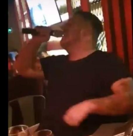 Го живее вториот живот, но не му доаѓа ум: Дарко Лазиќ пее, а на неговата маса брдо линии кокаин подготвени за употреба (ФОТО)
