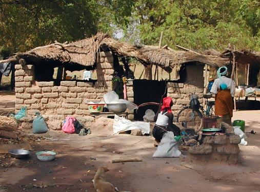 Терористи убиле 16 лица во дводневен напад врз село