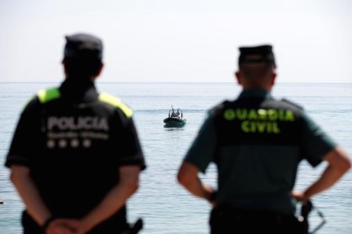 Шверцери со дрога спасиле полицајци, па биле уапсени