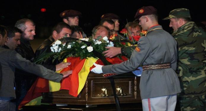Оваа е најтешката ноќ за Македонија: Еве како познатите се простуваа од Тоше пред 12 години, од пораката на Весна Петрушевска ќе заплачете