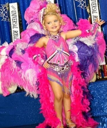 Беше најубаво девојче: Од 2- години се шминкаше и одеше на соларуим, еве како изгледа денес (ФОТО)