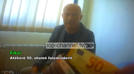 ФАТЕН НА ДЕЛО: Заменик министерот за здравство Асим Муса однапред зема 50 евра од побараните 1.000 за извршување на операција (ВИДЕО)