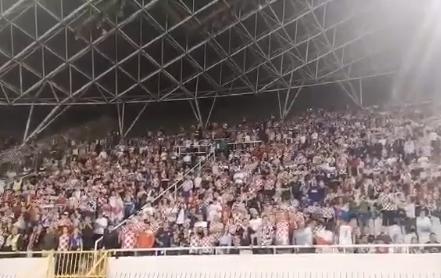 """ВАКА МУ СЕ ПОКЛОНУВААТ НА ЛЕГЕНДАТА: Цел стадион со хрватски навивачи во еден глас ја пеат """"Цесарица"""" од Оливер Драгојевиќ (ВИДЕО)"""