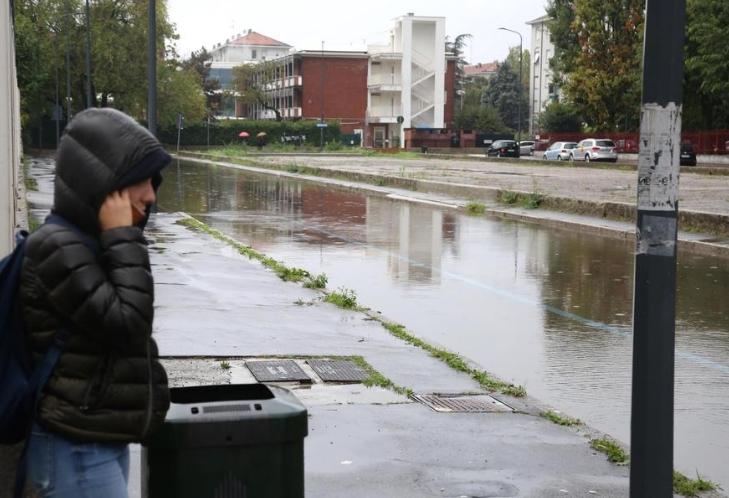 Силно невреме во северна Италија, едно лица загина, стотина евакуирани