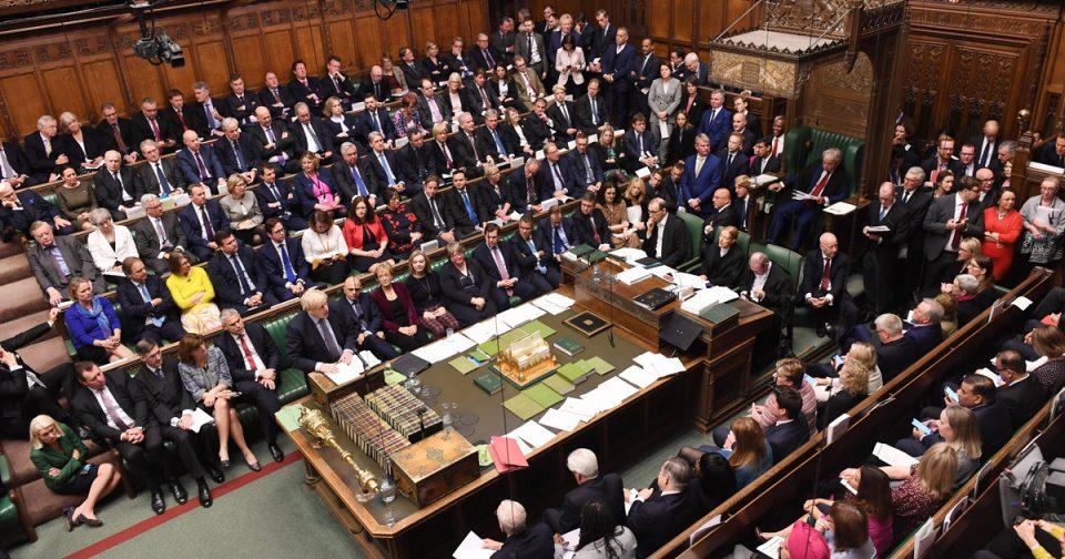 Британските пратеници одбија да го донесат законот за Брегзит во краток рок
