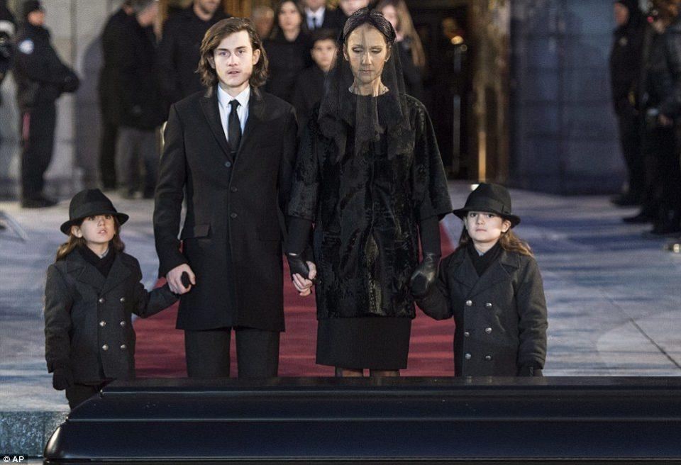 Светот ги виде само на погребот на нивниот татко- Селин Дион за прв пат покажа како изгледаат нејзините близнаци на нивниот посебен ден