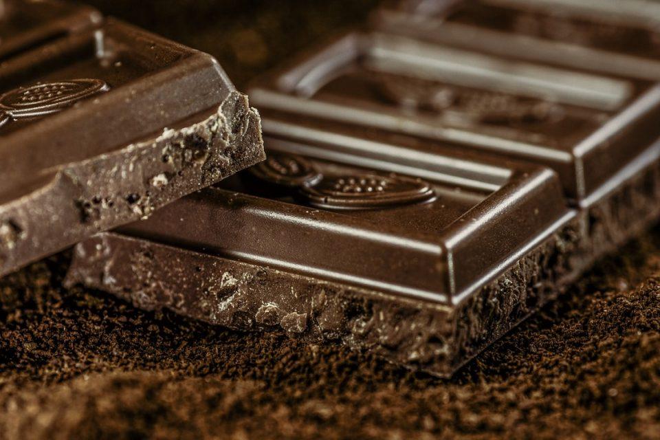 Уште еден голем плус за чоколадото – Лек против кашлица