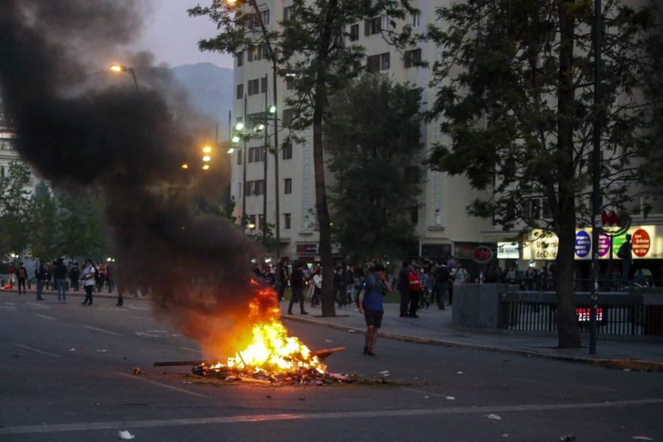 Вонредна состојба во Чиле по насилните протести поради поскапувањето на јавниот превоз