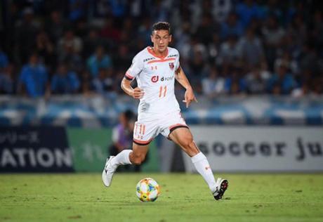 ФОТО: Македонскиот фудбалер ќе стане татко – неговата сопруга го покажа трудничкото стомаче