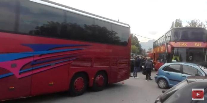 Си оди младината! Шест автобуси полни со нашата младина, тага и солзи во нивните лица (ВИДЕО)
