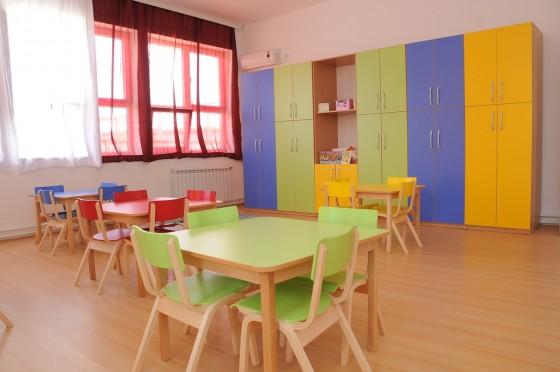Децата ќе се сместуваат во училници и Домови на култура ако градинките немаат место согласно протоколите