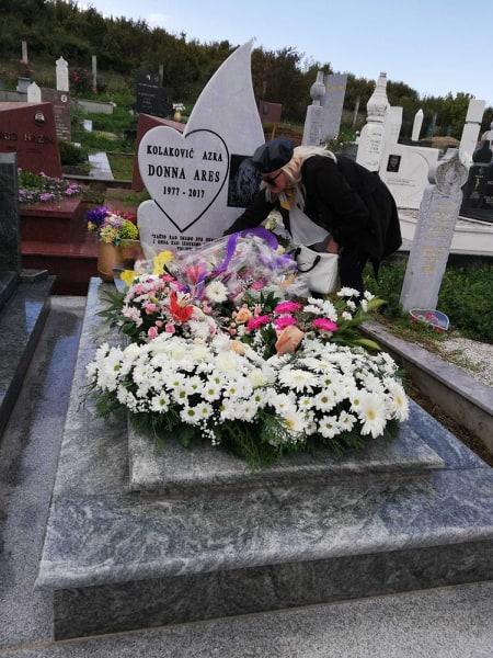 Времето ништо не лечи, а плачам и по неколку денови без престан: Болна исповед на мајката на познатата балканска пејачка која почина од рак